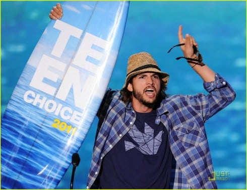 Ashton Kutcher, Taylor Swift And More Dole Out Advice At The Teen Choice Awards