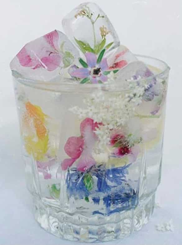 Floral-Ice-Cubes-a-nice-decorative-idea-for-your-table2