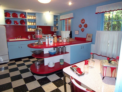 Red and blue kitchen red and blue kitchen cabinets for Red white and blue kitchen ideas