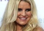 Jessica Simpson Holds A Purse So She's Obviously Trying To Cover Up Her Post-Pregnancy Body