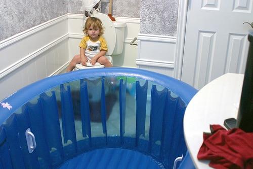 toddler pooping birthing tub