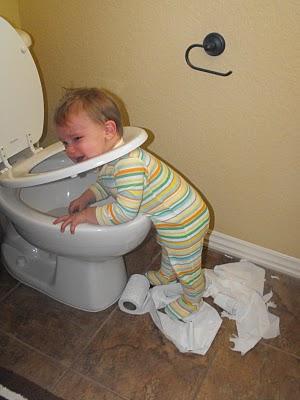 baby-in-toilet