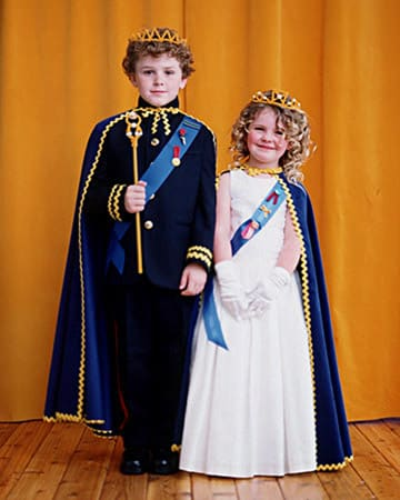 15 princess halloween costumes done right mommyish diy king and queen martha stewart solutioingenieria Images