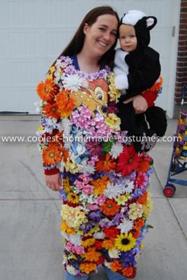 Flower Mom And Baby Skunk. d9109b97516b6321eac535ba96484601  sc 1 st  Mommyish & 15 Amazing Halloween Costume Ideas For Moms And Kids