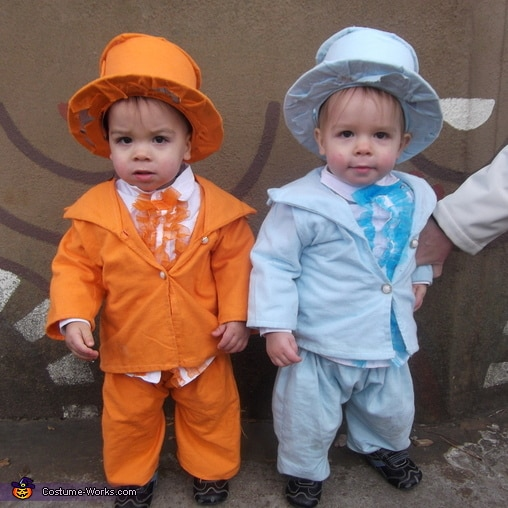 10 Halloween Costumes For Twins That Will Make You Squee