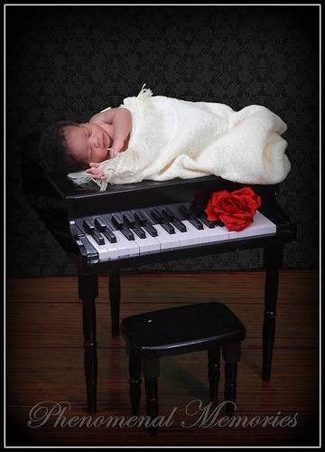 piano-baby