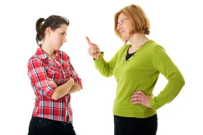 fighting moms pointing fingers