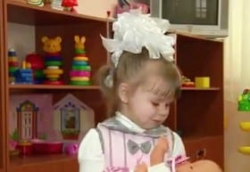 VIDEO Babysitter Leaves Girl, 2, In Hairdressers For Two Weeks