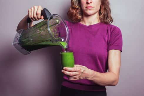 39 Easy Steps To Making A Healthy Green Smoothie While Holding A Baby