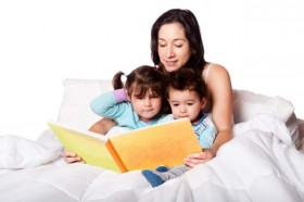 Mom-reading-to-kids-in-bed