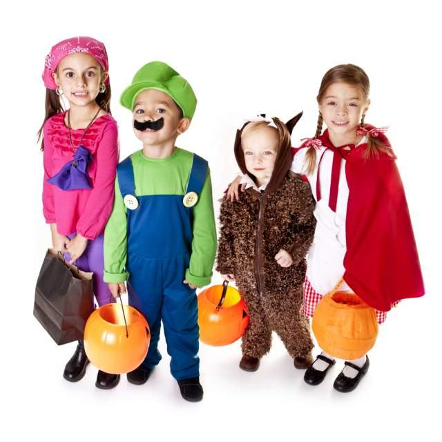 We have discussed Halloween costumes quite a bit over the last few weeks. We have also discussed how toddlers are sometimes not the best candidates to take ...  sc 1 st  Mommyish & These DIY Toddler Costumes Are Easy And Adorable