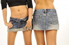 girls in mini skirts