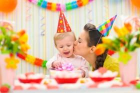 mom-baby-birthday-party