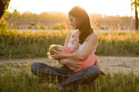 breastfeeding-mom-with-baby
