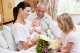newborn-in-hospital-with-family