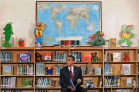 obama-reading-kids-virginia