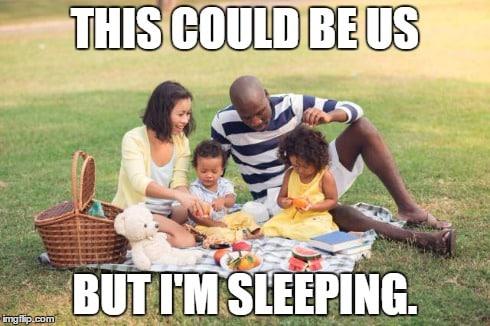 family-picnic-in-park