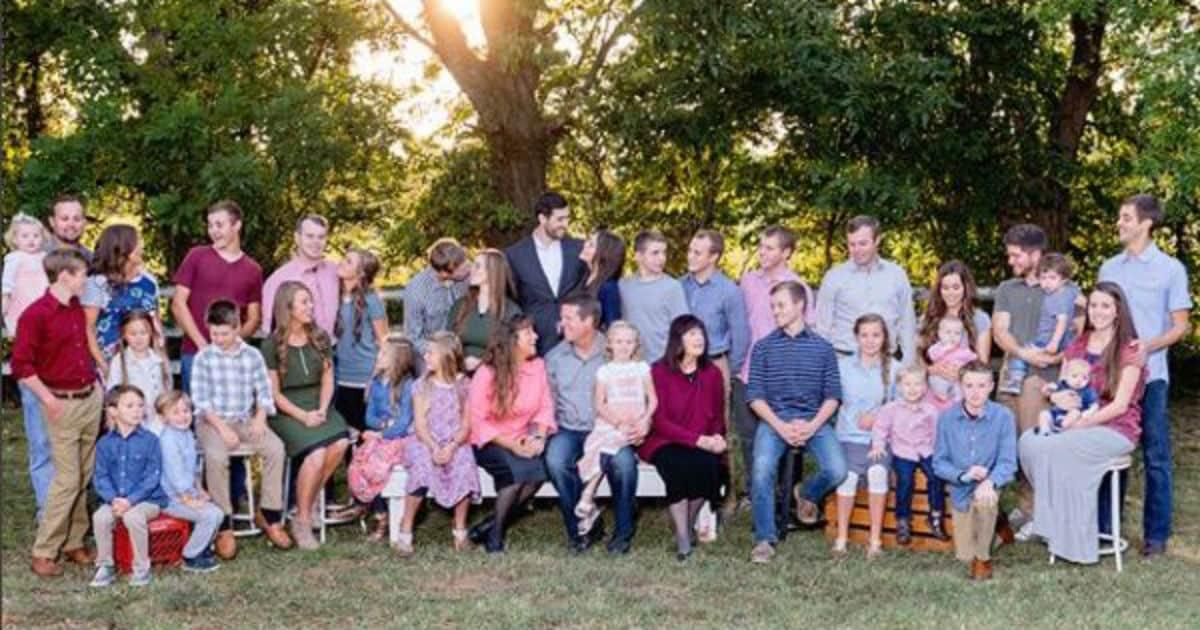 The entire Duggar family