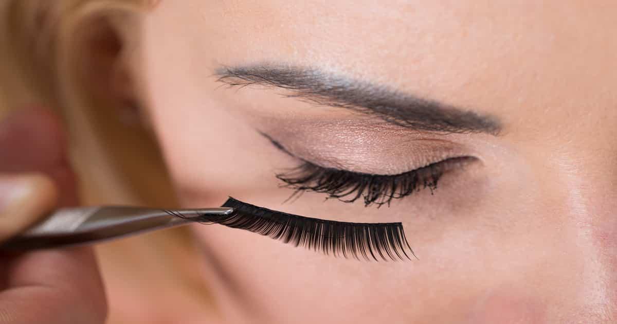 cleaning fake eyelashes