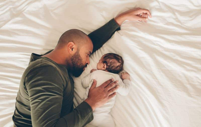 dad and newborn