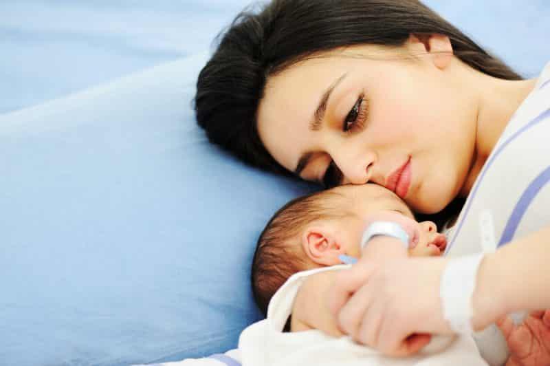 mom newborn baby