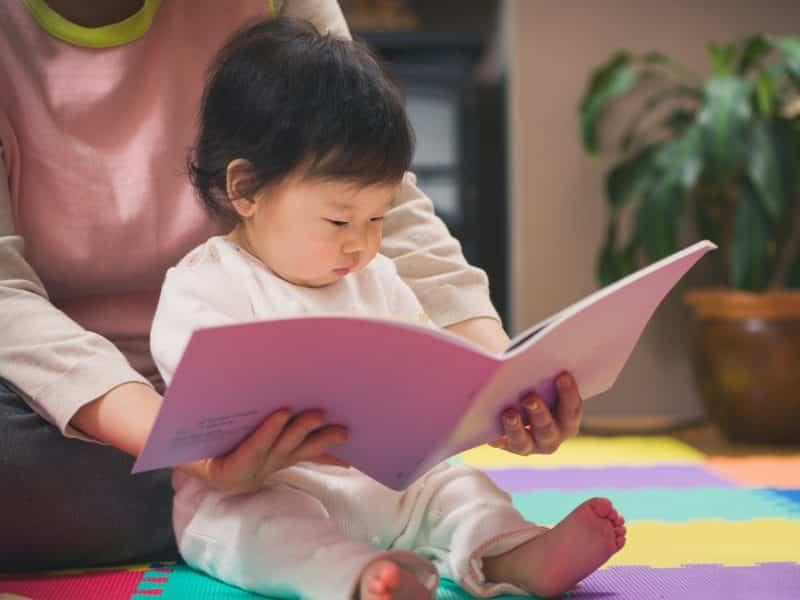 korean baby reading book
