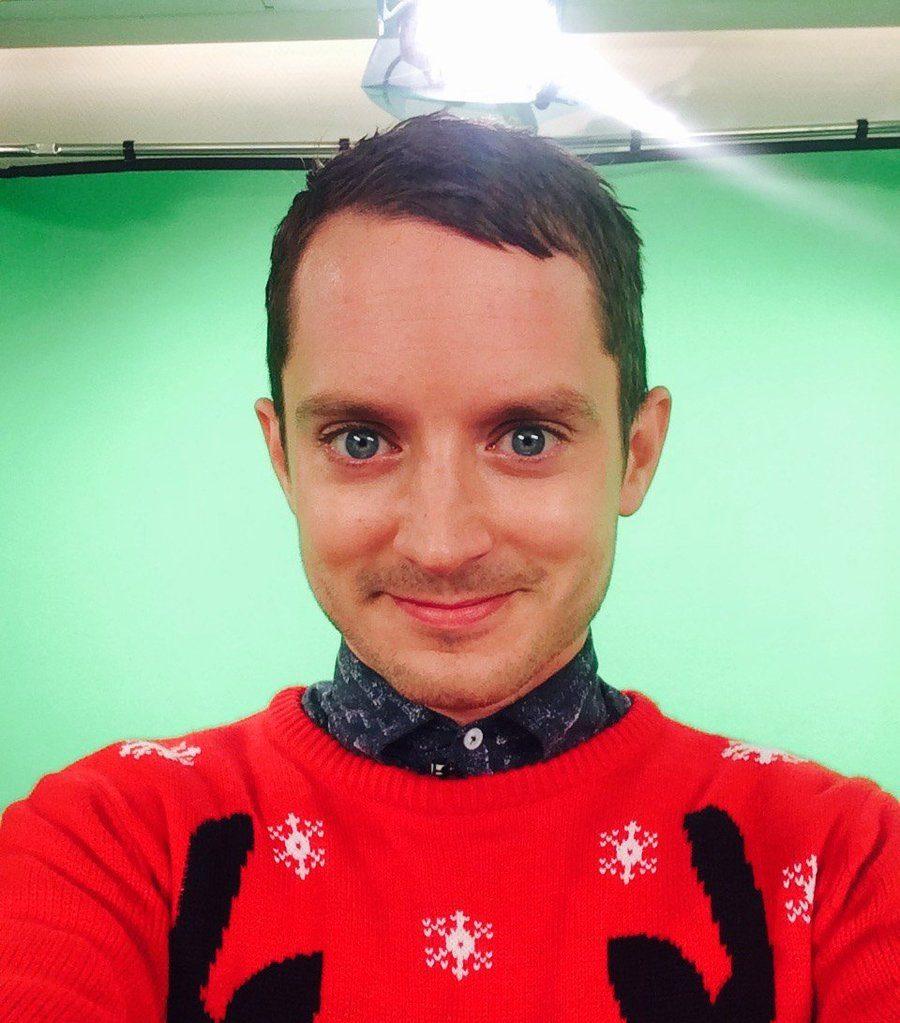 Most Popular Baby Names 2018 Elijah Wood Christmas Sweater Selfie Twitter